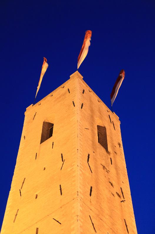 Torre-degli-Smeducci-in-notturna